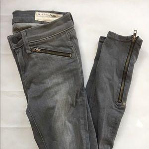 Rag & Bone Skinny Jeans with grey and zipper Sz 25